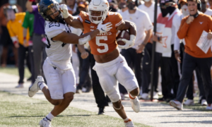 REVIEW! Texas Defeats West Virginia 17-13